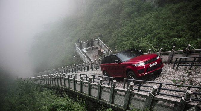 Range Rover Sport PHEV beklimt trap naar Heaven's Gate